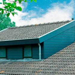 Een grotere woning met een dakopbouw